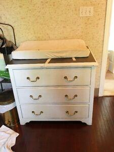 Credenza/Dresser/Change table