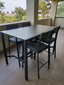 Mimosa outdoor seating table and stools