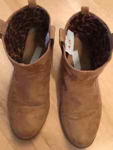 Girls Shoes (Size 2-3) Edmonton Edmonton Area image 4