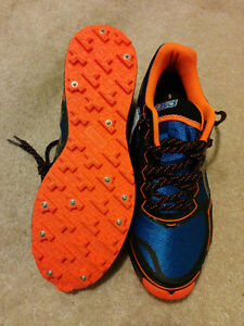 Mens Asics Gel - winter/outdoor studded running shoes size 11.5