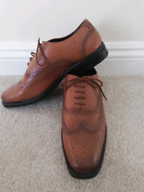 Size 9 Men's Brown Brogue