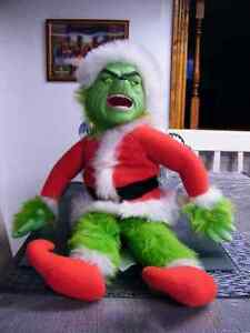 TALKING PLUSH CHRISTMAS GRINCH MINT CONDITION.
