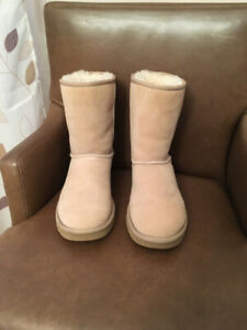 7bb39869905 Uggs   Kijiji in Halifax. - Buy, Sell & Save with Canada's #1 Local ...