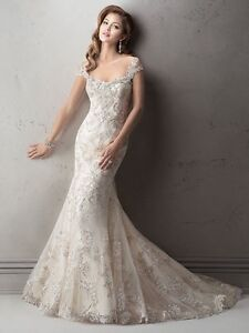 Stunning beaded lace wedding dress plus complete accessory set