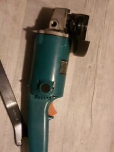"5"" makita angle grinder with disks brand new"