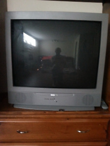 SANYO COLOUR TV VERY GOOD CONDITION 30$