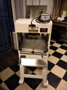 Oliver Bread Slicer Gurantee Working Condition