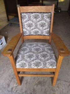 DISTINCT PARLOR MISSION STYLE CHAIR FROM ESTATE