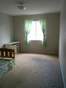 Clean room w/parking in North Whitby $525 all included