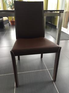 Six (6) chaises (chairs) de cuisine en cuir