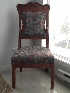 2 chaises-fauteuils antiques
