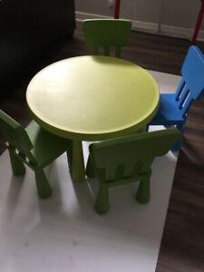 Table mammut et 4 chaises