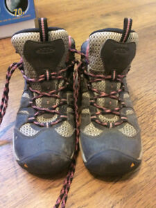 Hiking Boots Female Size 8