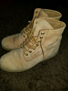 Used wheat Timberland boots size 13
