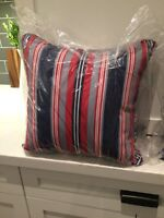 4 Outdoor pillows