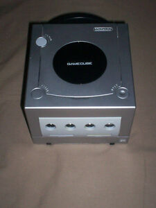 SILVER NINTENDO GAMECUBE CONSOLE COMPLETE & TESTED VERY NICE