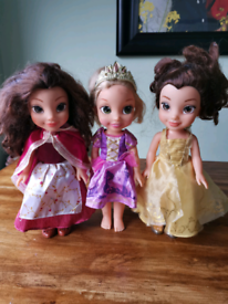 3 x Disney Princess dolls.