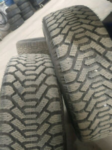 195 / 60 r 15 paire Goodyear 50$ chaque