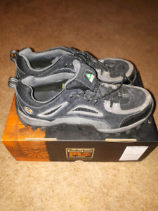 TIMBERLAND size 9.5 steel toe safety boots - lightly used