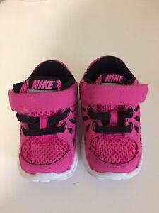 Baby girls Nike shoes size 3 Kitchener / Waterloo Kitchener Area image 2
