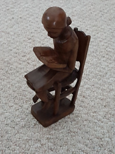 Figurine - Carving (Bookreading Lady)