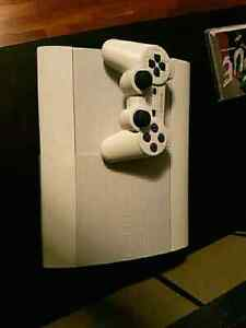 500GB Limited edition crystal white ps3 w/4 controllers