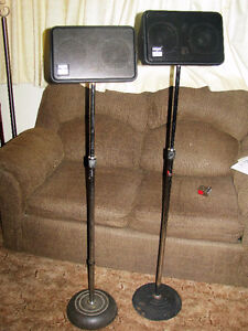 Pair of Peavey Impulse II Monitor Speakers with Stands & Wires