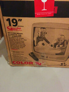 19 in. CRT Colour TV Regina Regina Area image 2
