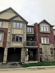 Sharp Freehold Townhome in Ancaster