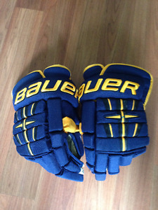 Bauer 4 Roll Pro Hockey Gloves (Senior)