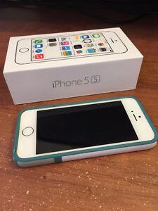 IPhone 5S blanc et or avec étui