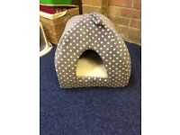 Cat/ kitten bed never been used, still available to buy at pets at home!!