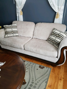 Beautiful creamy/beige couch set