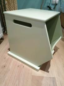 Green storage cube