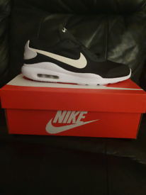 ***NIKE AIR MAX OKETO UK SIZE 6***