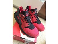 Nike Huarache love/hate pack size 8