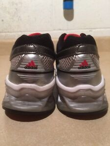Women's Adidas Boost Running Shoes Size 6 London Ontario image 5