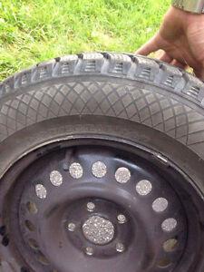 4 pneus d hiver et jantes de roues Saguenay Saguenay-Lac-Saint-Jean image 1