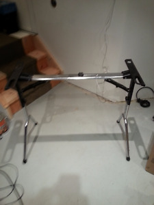 Keyboard stand - Support à clavier