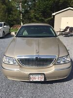 2006 Gold Lincoln Town Car