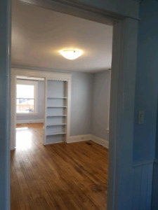 3 bedroom in welland available immed.