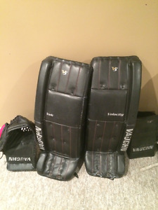 Vaughn Velocity V5 Goalie Pads33+1.5, Trapper Blocker Full Right