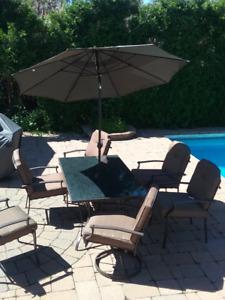 Set de patio 6 chaises/Patio set 6 places excellent condition
