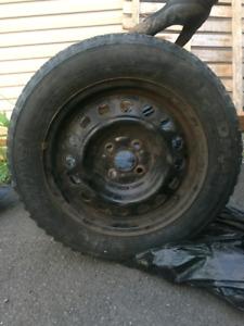 4 pneus d'hivers sur rime a vendre !!