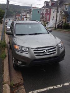 2012 Hyundai Santa Fe SUV, Crossover- Low, Low KMS!!!!