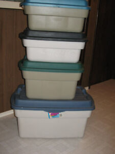 4 Large Storage Containers