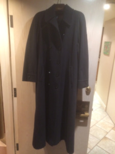 Ladies Black Winter Coat  Size 8 (very large can fit to size 12)