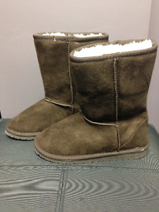 New, never worn, women's/girl's size 5 Dawg boots