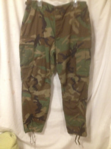 Pair of New Army Issue Men's Heavy Duty Camouflage Pants Sz Lrg