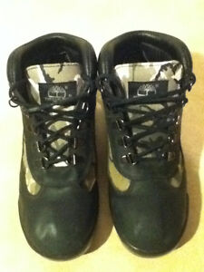 Women's Timberland Camo Boots/Shoes Size 5 London Ontario image 4